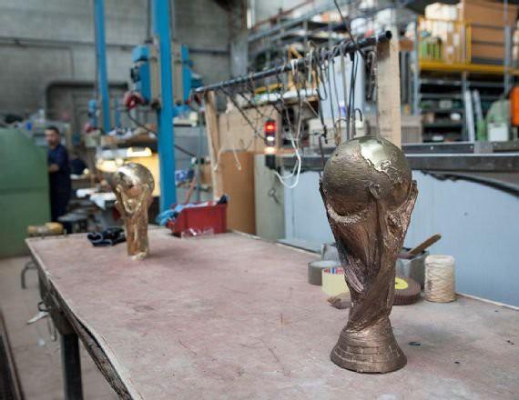 Cúp vàng của World Cup 2018 được tạo ra như thế nào? - Ảnh 9.