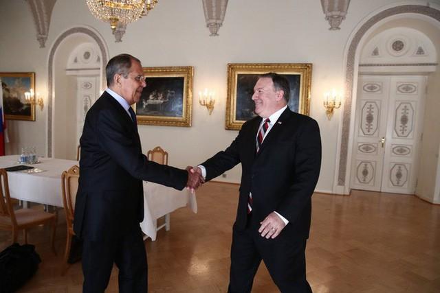 [Cập nhật] Ông Trump căng thẳng bắt tay ông Putin 3 giây, nhắc đến TQ và bạn chung Tập Cận Bình  - Ảnh 3.