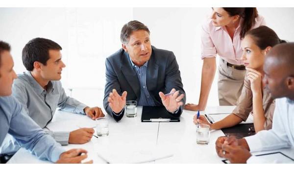 2 mẹo nhỏ giúp bạn thuyết phục được sếp và đồng nghiệp khi có quan điểm trái chiều với đám đông - Ảnh 2.