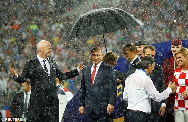 Sân vận động World Cup 2018 tại Nga bị tàn phá nghiêm trọng chỉ sau một cơn mưa - Ảnh 6.