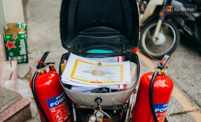 đầu tư giá trị - photo 3 15322434756681531346095 - Ông cụ nhặt rác và chú vẹt ở Sài Gòn trên chiếc xe cứu thương đáng yêu được chế tạo từ phế liệu