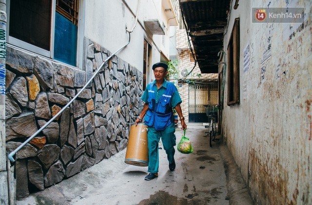 đầu tư giá trị - photo 7 15322434756761591692840 - Ông cụ nhặt rác và chú vẹt ở Sài Gòn trên chiếc xe cứu thương đáng yêu được chế tạo từ phế liệu
