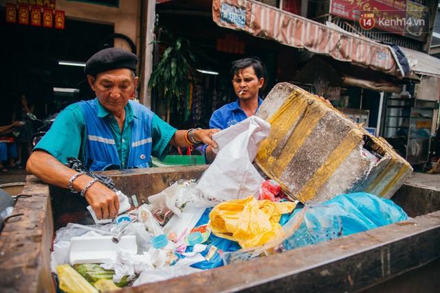 đầu tư giá trị - photo 8 1532243475680292692999 - Ông cụ nhặt rác và chú vẹt ở Sài Gòn trên chiếc xe cứu thương đáng yêu được chế tạo từ phế liệu
