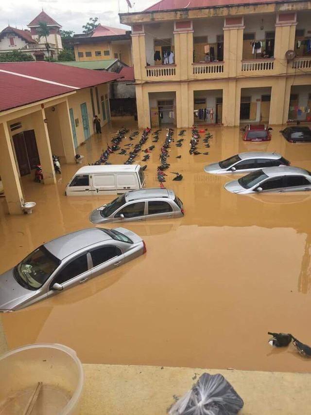 Những hình ảnh hiếm thấy trên đường phố sau trận ngập lụt kinh hoàng tại miền Bắc  - Ảnh 2.