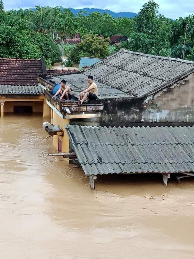 Những hình ảnh hiếm thấy trên đường phố sau trận ngập lụt kinh hoàng tại miền Bắc  - Ảnh 3.