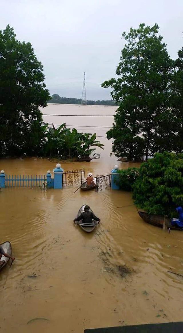 Những hình ảnh hiếm thấy trên đường phố sau trận ngập lụt kinh hoàng tại miền Bắc  - Ảnh 5.