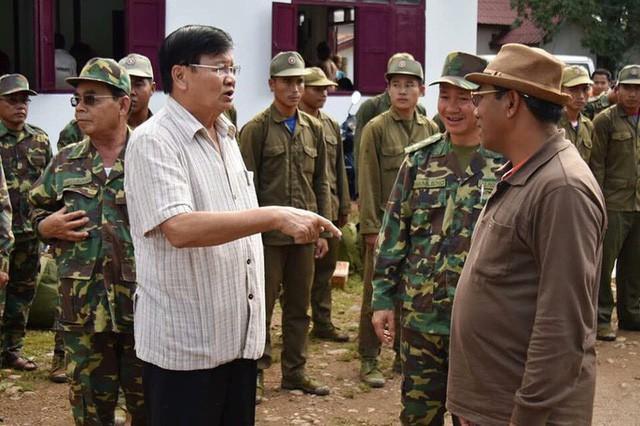 Tường thuật từ nơi vỡ đập thủy điện Lào: Chỉ còn cách dùng trực thăng, ca-nô để cứu người - Ảnh 6.