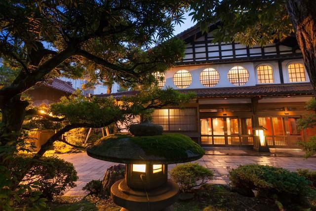Người Nhật chưa khi nào hết gây sốc: Họ có công ty cổ nhất địa cầu, hoạt động được tới hơn 14 thế kỷ - Ảnh 3.