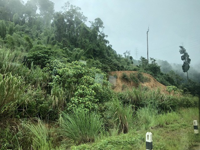 Tường thuật từ nơi vỡ đập thủy điện Lào: Chỉ còn cách dùng trực thăng, ca-nô để cứu người - Ảnh 5.