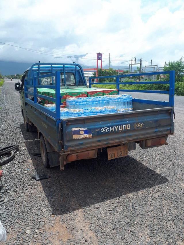 Tường thuật từ nơi vỡ đập thủy điện Lào: Chỉ còn cách dùng trực thăng, ca-nô để cứu người - Ảnh 7.