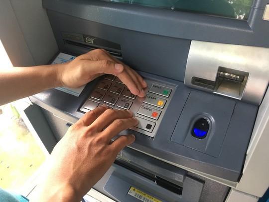 Hàng loạt ngân hàng cảnh báo chiêu trò đánh cắp tài liệu thẻ - Ảnh 1.