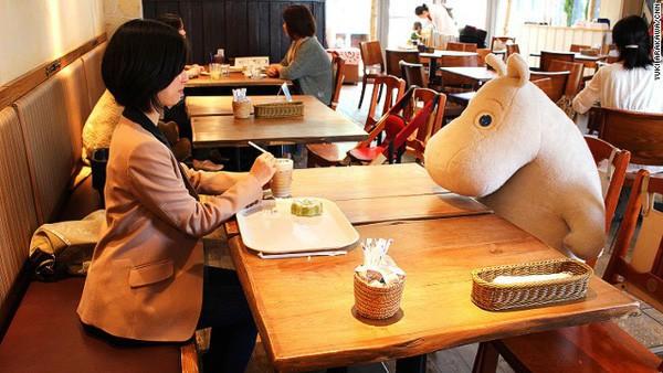 Ngưỡng mộ các điều tuyệt vời ở Nhật Bản nhưng không thể phủ nhận sự cô đơn, tuyệt vọng của những người đang vật lộn với công việc và cuộc sống nơi đây - Ảnh 2.