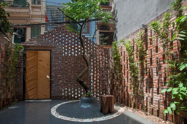 Những căn nhà ống đẹp đến từng centimet nổi bật giữa phố nhỏ Hà Nội - Ảnh 2.