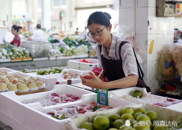 Vừa ôn thi đại học vừa bán trái cây ở chợ, nữ sinh lớp 12 kiếm hơn 100 triệu mỗi tháng - Ảnh 2.