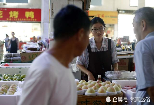 Vừa ôn thi đại học vừa bán trái cây ở chợ, nữ sinh lớp 12 kiếm hơn 100 triệu mỗi tháng - Ảnh 3.