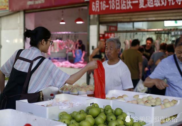 Vừa ôn thi đại học vừa bán trái cây ở chợ, nữ sinh lớp 12 kiếm hơn 100 triệu mỗi tháng - Ảnh 4.