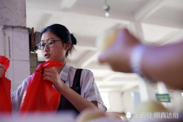 Vừa ôn thi đại học vừa bán trái cây ở chợ, nữ sinh lớp 12 kiếm hơn 100 triệu mỗi tháng - Ảnh 5.