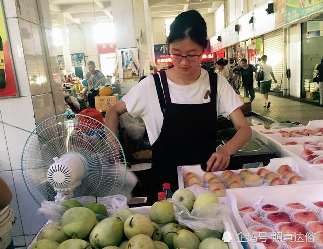 Vừa ôn thi đại học vừa bán trái cây ở chợ, nữ sinh lớp 12 kiếm hơn 100 triệu mỗi tháng - Ảnh 8.
