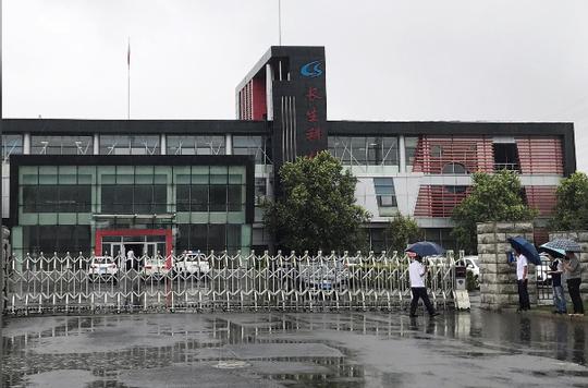 Trung Quốc: Tiết lộ động trời về vắc-xin tiêm vào như ăn dầu cống rãnh - Ảnh 2.