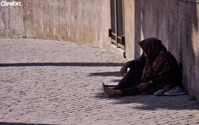 Điểm mạnh của người nghèo: Càng nghèo, cuộc sống càng vui vẻ? - Ảnh 1.