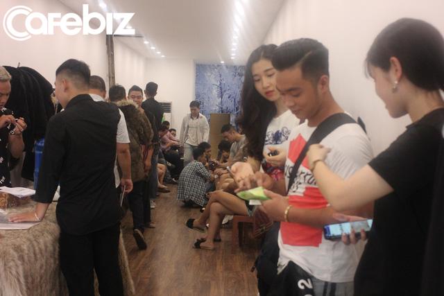 3 sinh viên ĐH Kiến trúc bỏ cả tỷ đồng mở Ice Coffee: Quán -10 độ C nên khách chỉ ngồi được 15 phút rồi ra, đón 1.000 khách/ngày cuối tuần khi Hà Nội nóng đỉnh điểm - Ảnh 8.