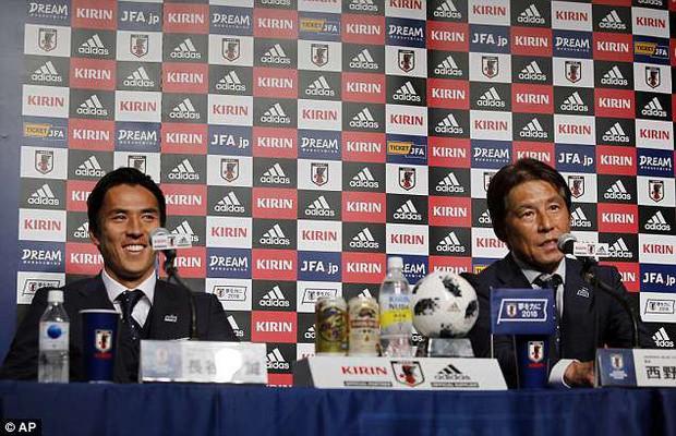 Tuyển thủ Nhật Bản được chào đón như người hùng ngày về nước - Ảnh 7.