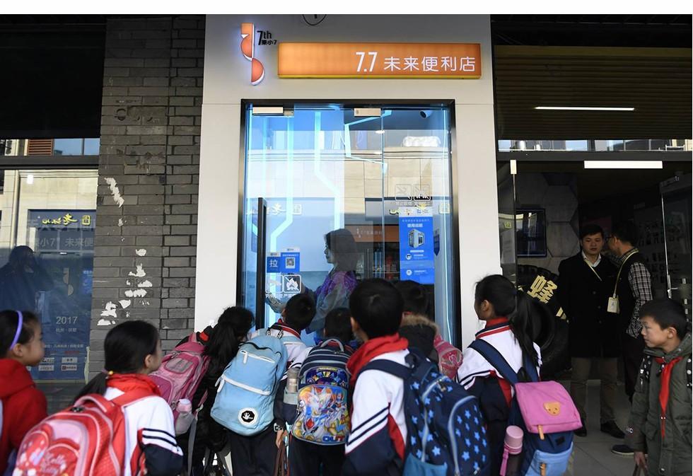Startup 'khủng long của Jack Ma: Mỗi năm xử lý lượng giao dịch thanh toán giá trị gấp đôi GDP của Đức, nắm trong tay quỹ thị trường tiền tệ lớn nhất thế giới, đang cho khoảng 10 triệu người vay tiền - Ảnh 11.