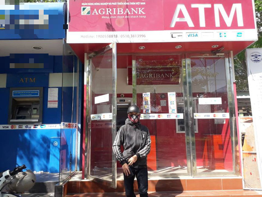 Nhiều chủ thẻ ATM của Agribank bức xúc vì không rút được tiền - Ảnh 1.
