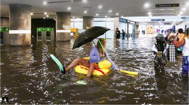 Nhà ga ở Thụy Điển biến thành bể bơi công cộng sau mưa lớn - Ảnh 4.