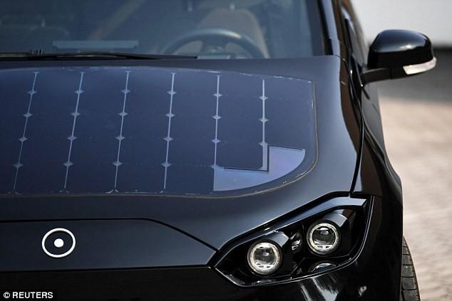 Xe ô tô được lắp 330 tấm pin năng lượng mặt trời, tự sạc cả trong lúc đi - Ảnh 3.