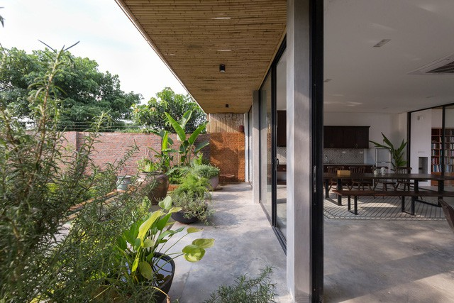 """Cận cảnh căn nhà cấp 4 """"đẹp hơn biệt thự"""" ở ngoại thành Hà Nội được báo Tây khen ngợi - Ảnh 13."""