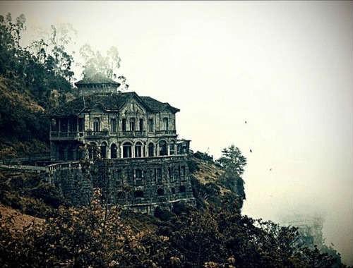Hotel Del Salto: Khách sạn bỏ hoang từng được giới thượng lưu yêu thích, giờ trở thành địa điểm tự sát vì một truyền thuyết lạ - Ảnh 1.