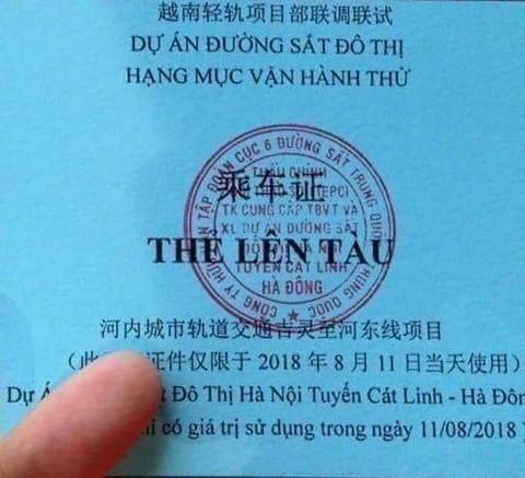 Tổng thầu tự ý in thẻ lên tàu đường sắt Cát Linh- Hà Đông có chữ Trung Quốc - Ảnh 1.