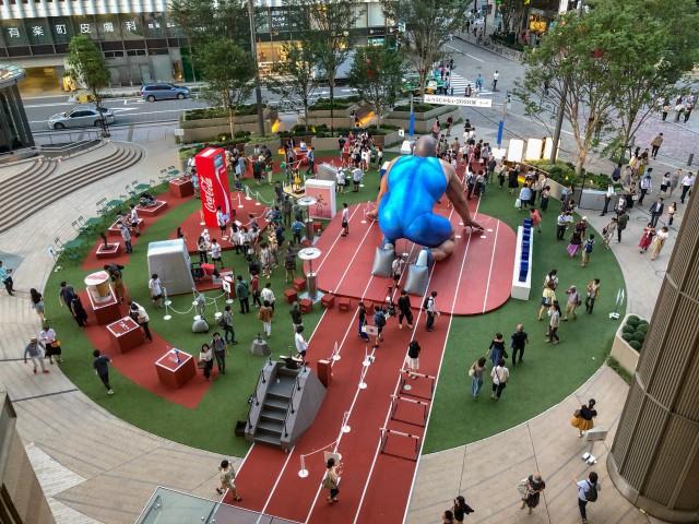 đầu tư giá trị - photo 1 1535021551914626367396 - Coca-cola chào đón Olympic Tokyo 2020 bằng máy bán hàng tự động cao 3 mét rưỡi, ai bật đủ cao sẽ có đồ uống miễn phí