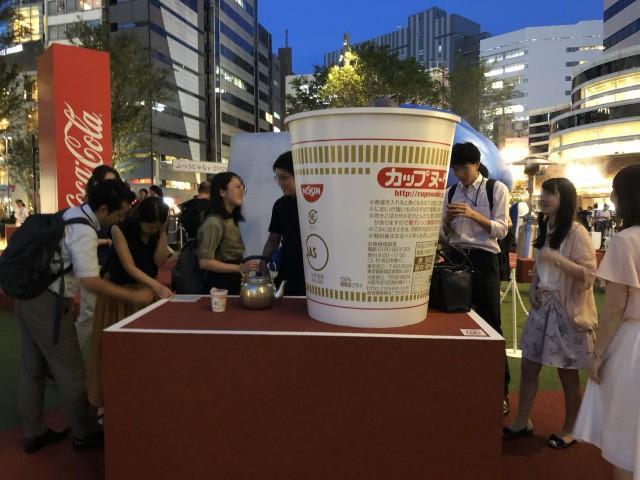 đầu tư giá trị - photo 2 15350215519151896932090 - Coca-cola chào đón Olympic Tokyo 2020 bằng máy bán hàng tự động cao 3 mét rưỡi, ai bật đủ cao sẽ có đồ uống miễn phí