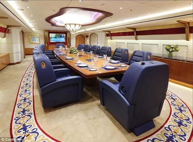 đầu tư giá trị - photo 2 1535031798710552139027 - Cận cảnh siêu phi cơ dát vàng, 10 phòng tắm của Hoàng gia Qatar đang được rao bán 650 triệu USD