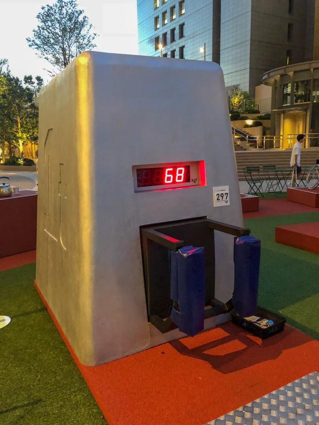 đầu tư giá trị - photo 5 15350215519221881450541 - Coca-cola chào đón Olympic Tokyo 2020 bằng máy bán hàng tự động cao 3 mét rưỡi, ai bật đủ cao sẽ có đồ uống miễn phí