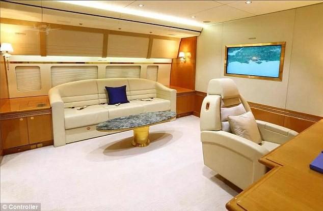 đầu tư giá trị - photo 7 15350317987331406711115 - Cận cảnh siêu phi cơ dát vàng, 10 phòng tắm của Hoàng gia Qatar đang được rao bán 650 triệu USD