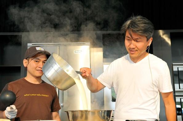Bỏ việc ngân hàng JPMorgan mang đậu phụ bán khắp nước Mỹ từ chợ đến hàng trăm siêu thị và nhà hàng sang trọng, doanh nhân gốc Việt thu về 15 triệu USD mỗi năm - Ảnh 2.