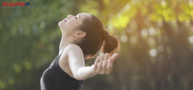 Kỹ thuật hít thở đơn giản giúp bạn giải tỏa căng thẳng tâm lý ngay tức thì, duy trì sự bình tĩnh và minh mẫn trong mọi tình huống - Ảnh 1.