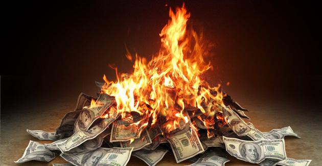 đầu tư giá trị - money on fire 153544924622318170319 15354495264291871743113 - Ai là người hưởng lợi nhất trong cuộc đua 'khô máu' trên thị trường thương mại điện tử tỷ đô tại Việt Nam?