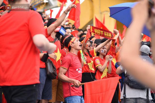 đầu tư giá trị - photo 1 1535548006541232027164 - CĐV bần thần trước thất bại của Olympic Việt Nam, nhưng vẫn tự hào vì những gì các cầu thủ đã làm được