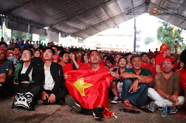 đầu tư giá trị - photo 10 15355480100171634264078 - CĐV bần thần trước thất bại của Olympic Việt Nam, nhưng vẫn tự hào vì những gì các cầu thủ đã làm được