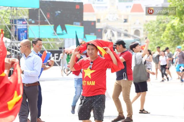 đầu tư giá trị - photo 122 1535548010148752576391 - CĐV bần thần trước thất bại của Olympic Việt Nam, nhưng vẫn tự hào vì những gì các cầu thủ đã làm được