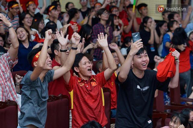 đầu tư giá trị - photo 13 15355480100201044542684 - CĐV bần thần trước thất bại của Olympic Việt Nam, nhưng vẫn tự hào vì những gì các cầu thủ đã làm được