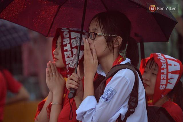 đầu tư giá trị - photo 15 1535548010022109138181 - CĐV bần thần trước thất bại của Olympic Việt Nam, nhưng vẫn tự hào vì những gì các cầu thủ đã làm được