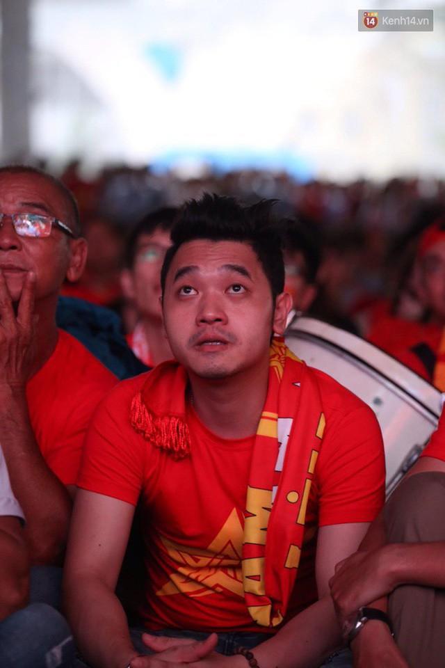 đầu tư giá trị - photo 21 1535548010026105653829 - CĐV bần thần trước thất bại của Olympic Việt Nam, nhưng vẫn tự hào vì những gì các cầu thủ đã làm được