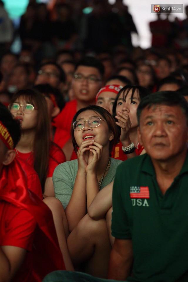 đầu tư giá trị - photo 23 1535548010028244211861 - CĐV bần thần trước thất bại của Olympic Việt Nam, nhưng vẫn tự hào vì những gì các cầu thủ đã làm được