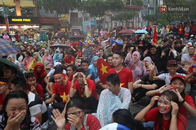 đầu tư giá trị - photo 24 153554801002963835278 - CĐV bần thần trước thất bại của Olympic Việt Nam, nhưng vẫn tự hào vì những gì các cầu thủ đã làm được
