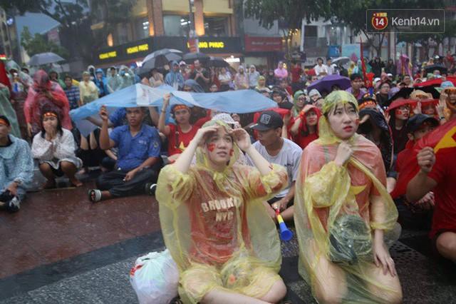 đầu tư giá trị - photo 26 1535548010030710582876 - CĐV bần thần trước thất bại của Olympic Việt Nam, nhưng vẫn tự hào vì những gì các cầu thủ đã làm được